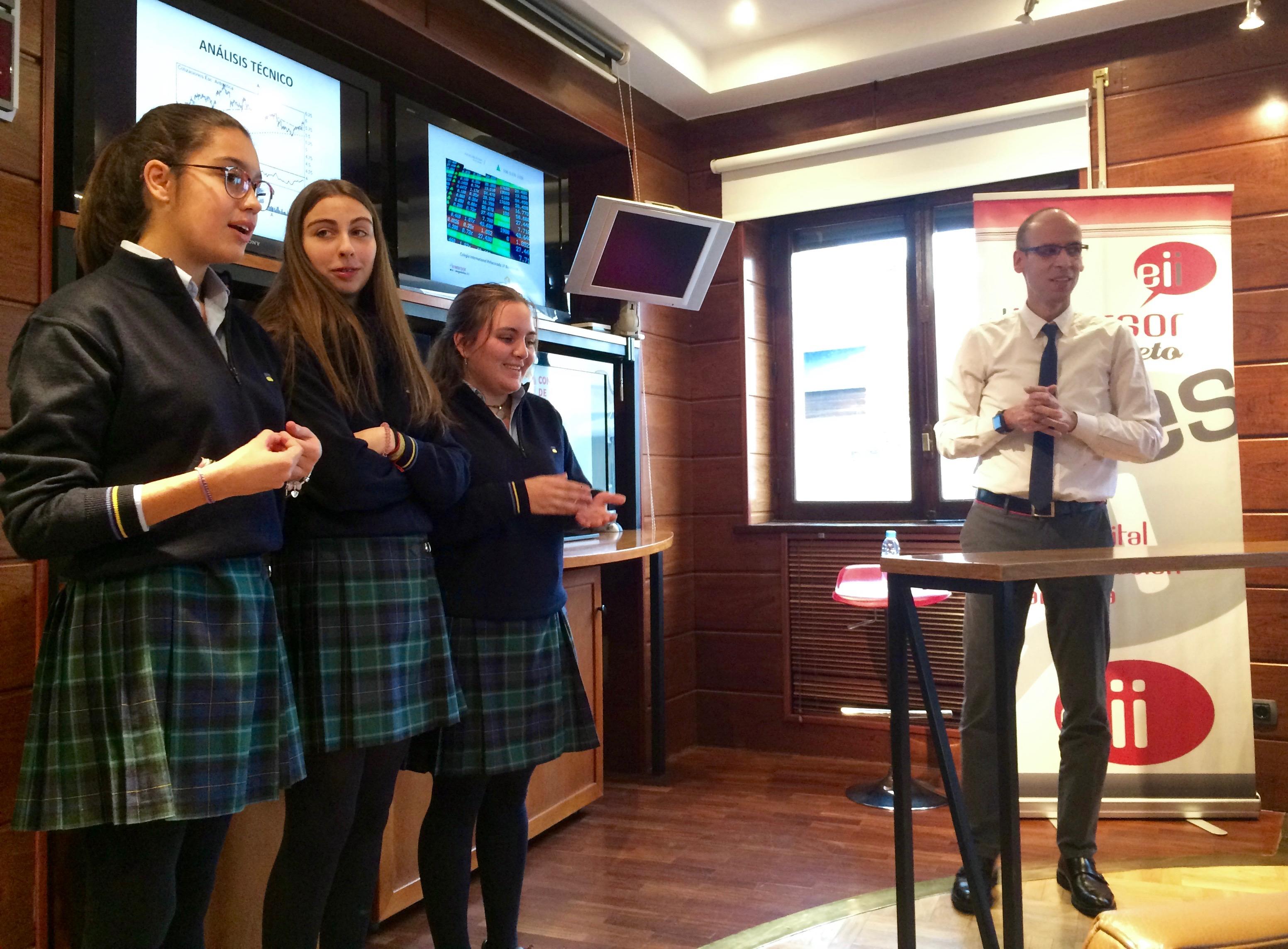 Con los alumnos del Colegio Peñacorada, que participaron activamente en la charla.